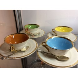 4 TASSES A CAFE DE COULEUR EN PORCELAINE FINE